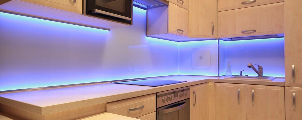 oświetlenie podszafkowe oświetlenie nadszafkowe lampy LED lampy podszafkowe
